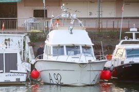 Un barco de la Armada con un sonar inspecciona este sábado el Guadalquivir en busca de Marta