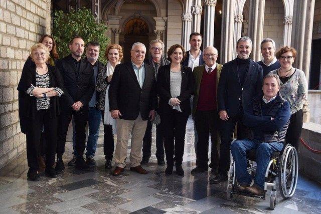 A.Colau, J.Collboni i M.Ballarín, amb el Gremi, durant la cita