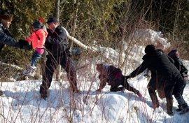 Un grupo de sudaneses, 4 de ellos niños, escapa de un agente fronterizo de EEUU y logra entrar en Canadá