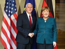 Merkel y Pence abordan los conflictos de Siria, Libia, Afganistán y Ucrania