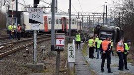 Al menos un muerto y 25 heridos al descarrilar un tren de pasajeros en Bélgica