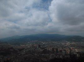 Cielos nubosos y descenso de temperaturas para este domingo en Euskadi
