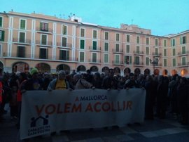 Cientos de personas reivindican en Palma poder acoger a refugiados