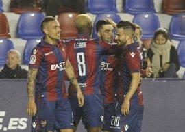 El Levante derrota al Córdoba y el Girona sigue al acecho