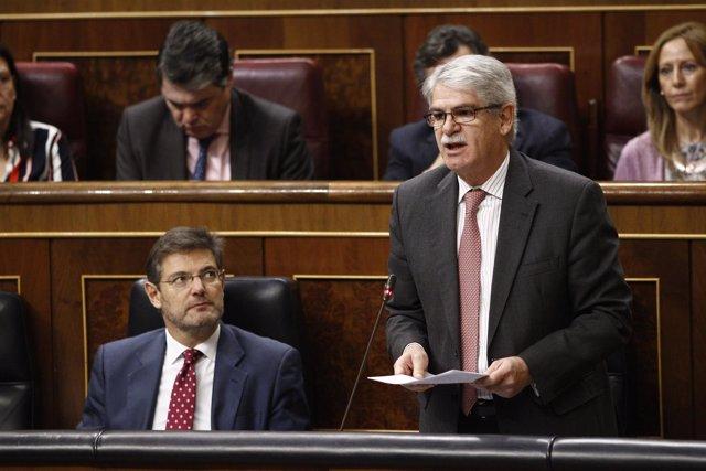 Rafael Catalá y Alfonso Dastis en el Congreso