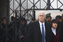 Mike Pence visita el campo de concentración nazi de Dachau