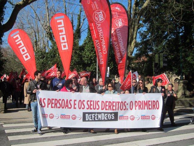 """Manifestación en Santiago por """"salarios y empleo dignos"""""""