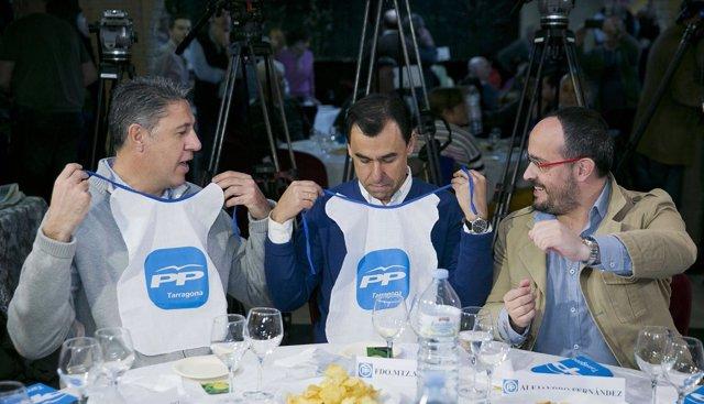 Xavier García Albiol y Fernando Martinez-Maillo (PP) comiendo calçots.