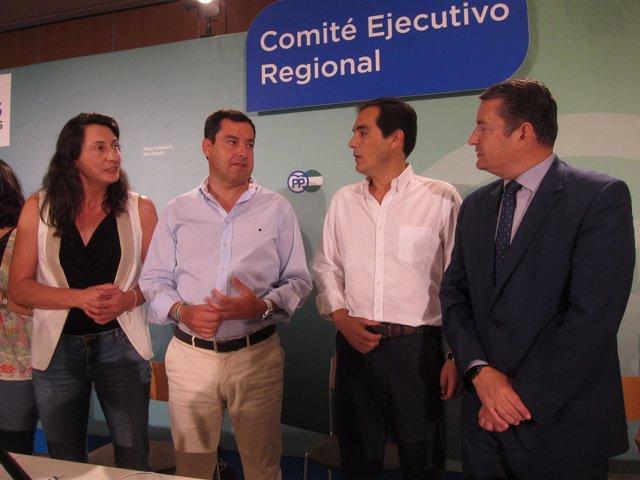 Juanma Moreno con Dolores López, José Antonio Nieto y Antonio Sanz
