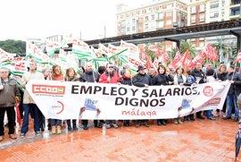 CCOO y UGT se concentran en Málaga para exigir un cambio de modelo productivo en la provincia