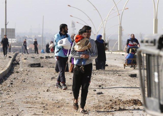 Civiles huyen de la ofensiva en Mosul