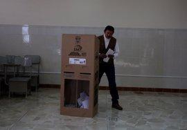 Las elecciones en Ecuador transcurren con normalidad y ya han votado casi todos los candidatos