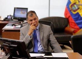 Correa deposita su voto apostando por la estabilidad de su hipotético sucesor oficialista, Lenin Moreno