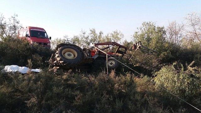 Un hombre muere al volcar su tractor en Alpartir (Zaragoza).