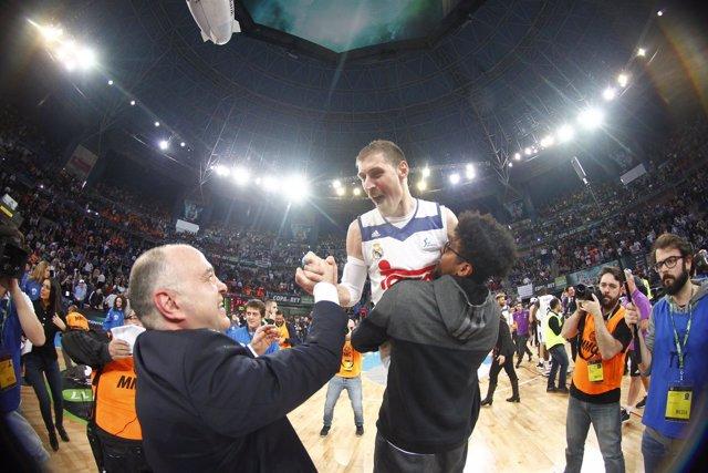 Laso felicita a Nocioni tras ganar la Copa