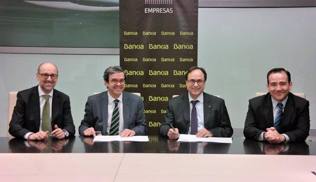 Firma del acuerdo entre Bankia y el IVF