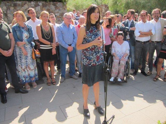 Núria Parlon anunciando que se postula para liderar el PSC