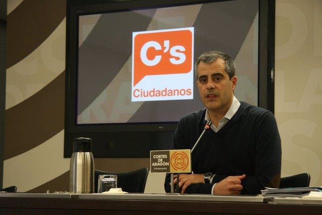 El portavoz de Hacienda de Cs, Javier Martínez, pide la comparecencia de Gimeno.