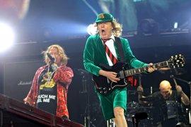 ¿Están Angus Young y Axl Rose trabajando en un nuevo disco de AC/DC?