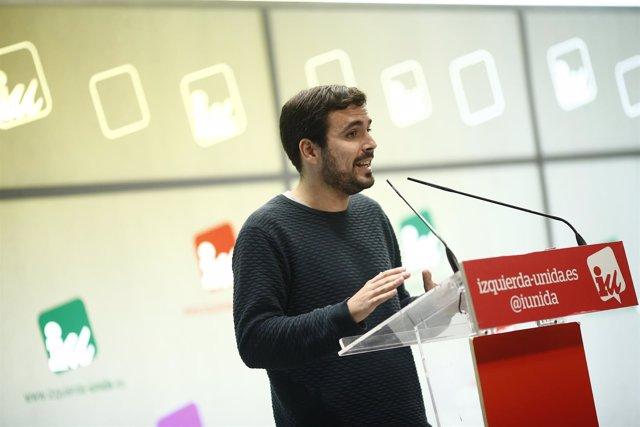 El coordinador federal de IU, Alberto Garzón, ofrece una rueda de prensa