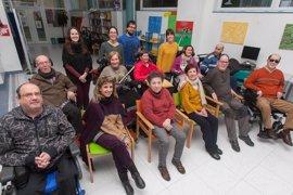 Voluntarios de la Universidad de Navarra colaboran en una campaña de reciclaje con Ademna