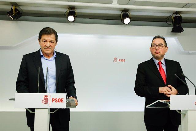 Javier Fernández en rueda de prensa junto a Gianni Pittella