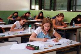 Profesores denuncian la incertidumbre de las oposiciones en toda España