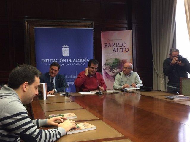 Agustín Belmonte presenta su libro 'Barrio Alto. Paraísos perdidos'.
