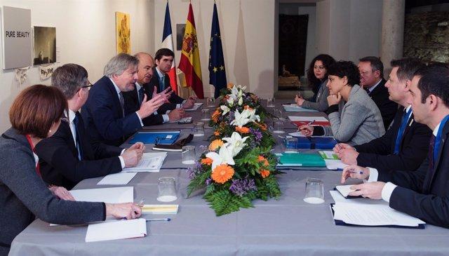El ministro Méndez de Vigo con su homóloga francesa de Deportes
