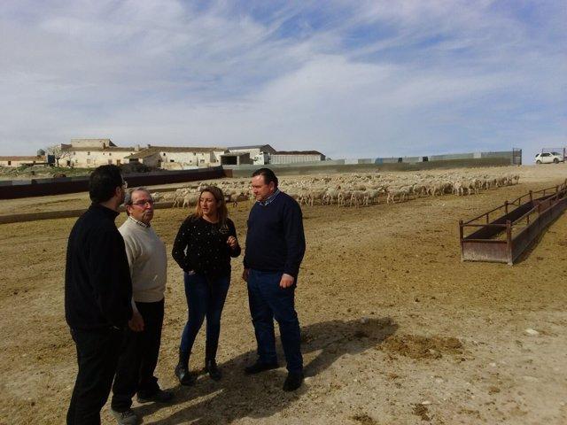 La diputada de Agricultura con agricultores y ganadores de Los Vélez.