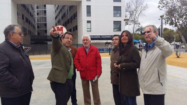El PP en el Ayuntamiento de Sevilla visita la plaza de Glorieta Olímpica