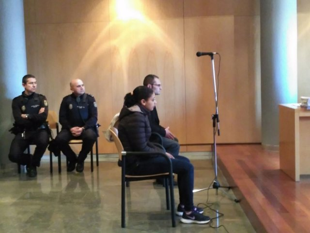 Juicio padres niño muerto maleta en Oviedo