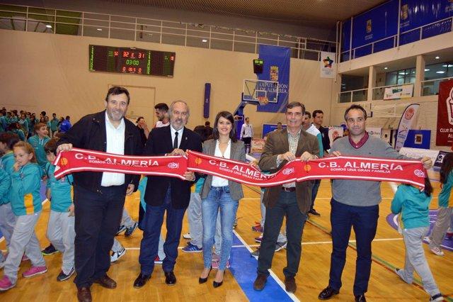 La diputada de Deportes ha participado en la presentación del CB Almería.