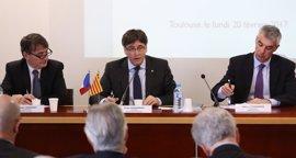 """Puigdemont asegura en Francia que un Estado catalán """"cumplirá las reglas de la UE"""""""