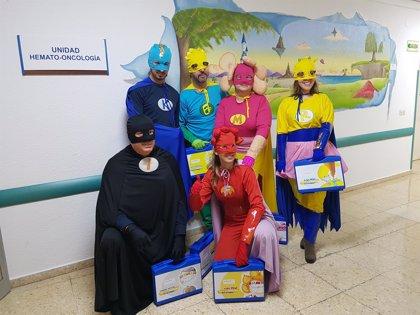 Seis superhéroes llegan al Hospital 12 de Octubre en Madrid para ayudar a niños con cáncer
