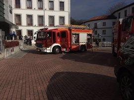 Bomberos de Oviedo extinguen un incendio en la lavandería del Balneario de las Caldas