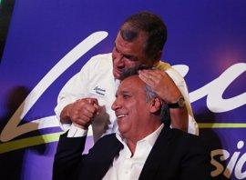 """Correa pide contar """"voto a voto"""" con la expectativa de proclamar el triunfo de Moreno en primera vuelta"""