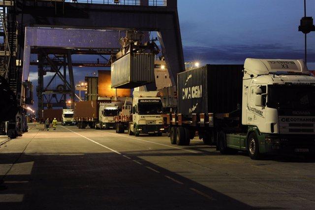 Camiones en el Puerto de Bilbao