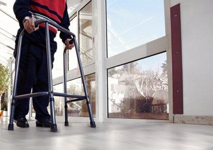 Consejos para prevenir las caídas en los mayores