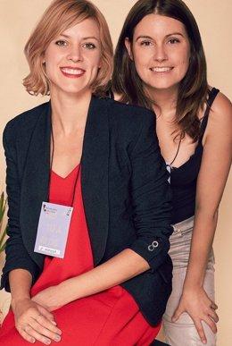 Maggie Civantos (I) y Esther Noriega (D)