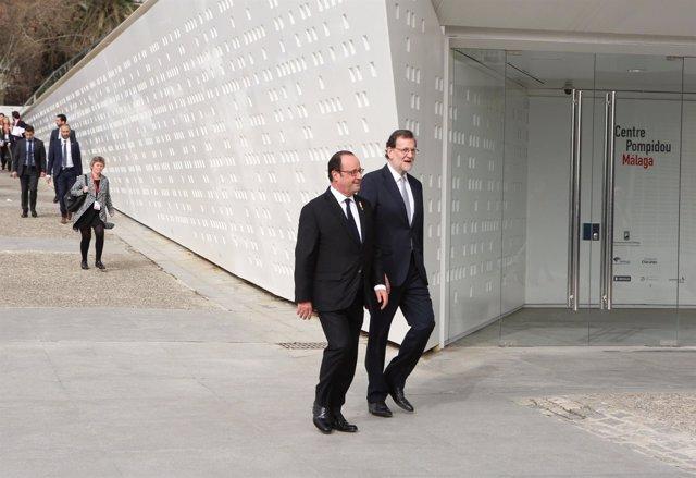Holande y Rajoy entrando en el Centre Pompidou de Málaga