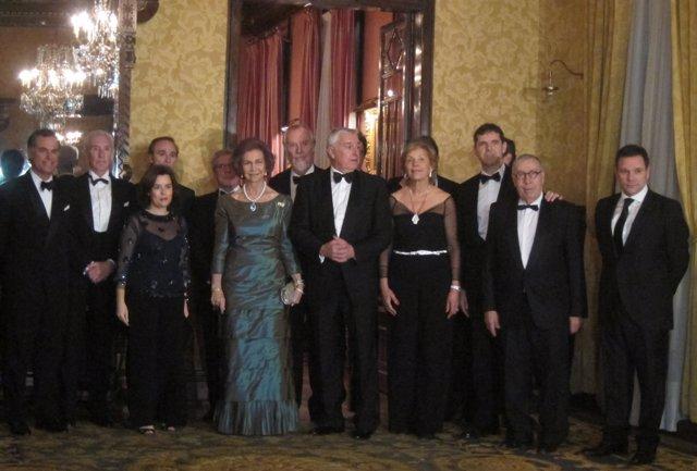 La Reina Sofía y la vicepta.S.Sáenz de Santamaría con representantes del Liceu