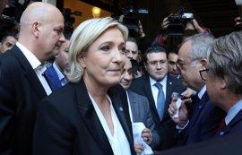 Le Pen desata la polémica en Líbano por no ponerse el velo islámico