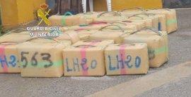 Intervenidos 930 kilos de hachís en una operación con un detenido en Algeciras