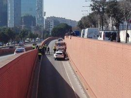 Una herida leve durante el robo de un camión de butano en Barcelona