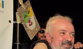 Antonio Martín anuncia con una copla en el Falla su retirada como autor de carnaval tras 50 años