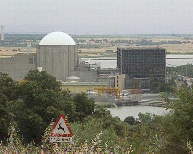 """Almaraz acoge con """"satisfacción"""" la renovación de explotación de la central"""
