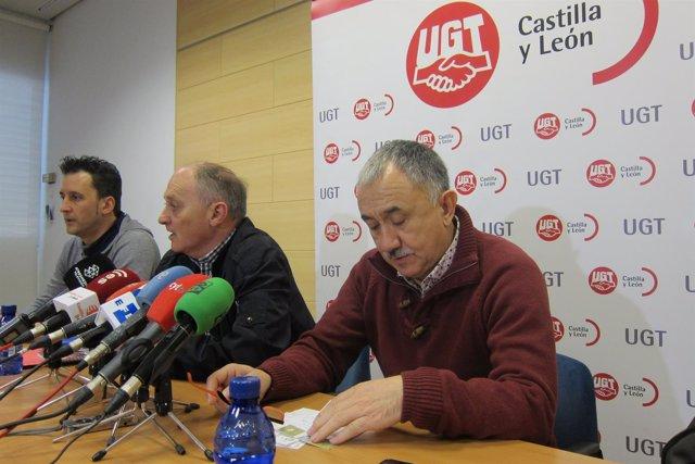 Pepe Álvarez antes de intervenir en la rueda de prensa en Valladolid