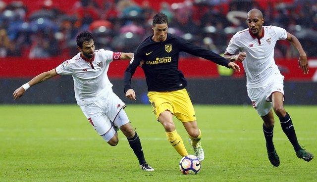 Fernando Torres, Mariano y Pareja (Sevilla - Atlético de Madrid)
