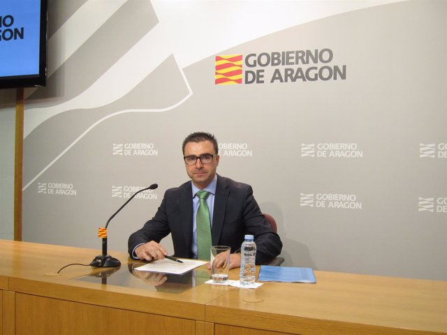 El director general de Contratación, Miguel Ángel Bernal, hoy en rueda de prensa